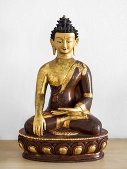 Vista frontal da estatueta hindu religiosa