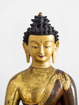Vista frontal da estatueta hindu