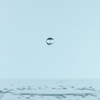 Vista frontal da gota de líquido