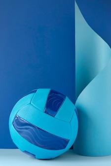 Vista frontal da nova bola de futebol com espaço de cópia