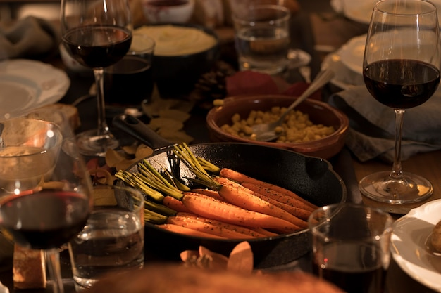 Vista frontal da refeição deliciosa de ação de graças