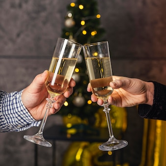 Vista frontal da taça de champanhe