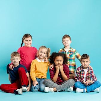 Vista frontal das crianças no evento do dia do livro