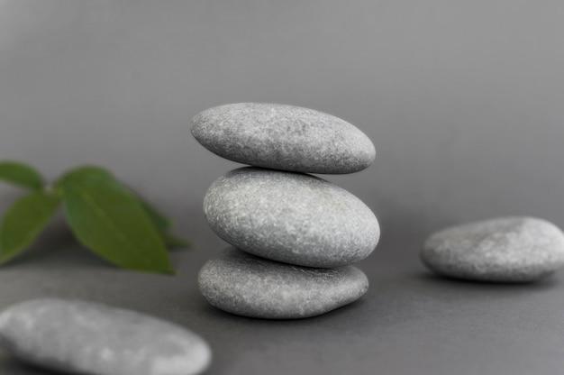 Vista frontal das pedras para zen