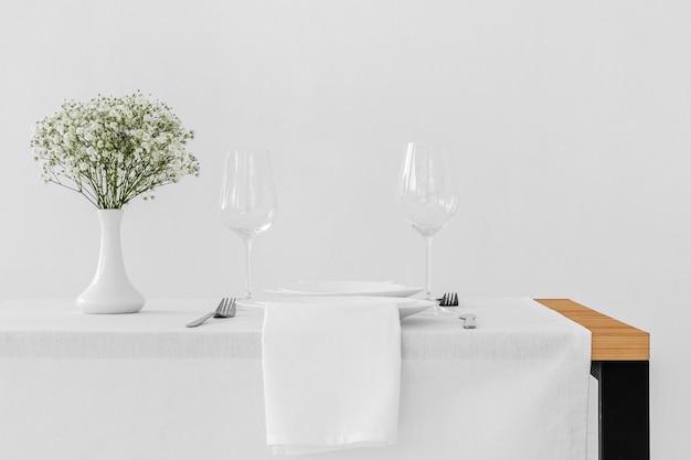 Vista frontal de arranjos de refeição com espaço de cópia