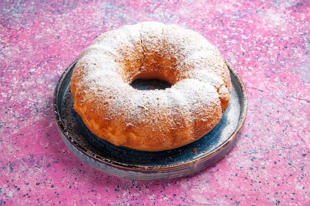 Vista frontal de bolo redondo de açúcar em pó