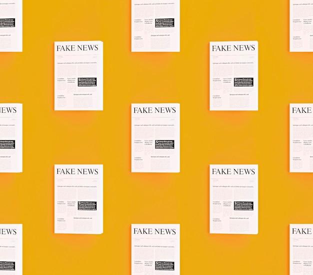 Vista frontal de jornais com notícias falsas