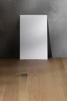 Vista frontal de papel branco em branco com espaço de cópia