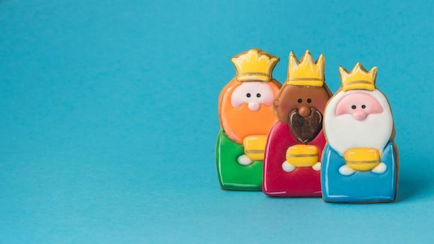 Vista frontal de três reis para o dia da epifania com espaço de cópia