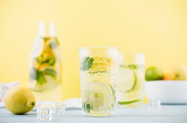 Vista frontal deliciosa limonada caseira