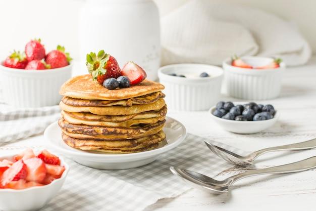 Vista frontal delicioso café da manhã