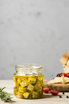 Vista frontal delicioso queijo em jar