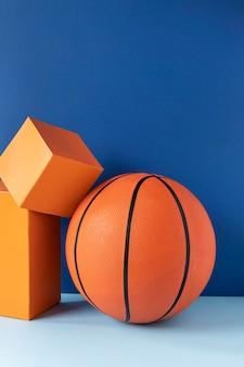Vista frontal do basquete com formas e espaço de cópia