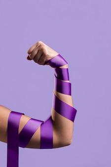 Vista frontal do braço de flexão com fita