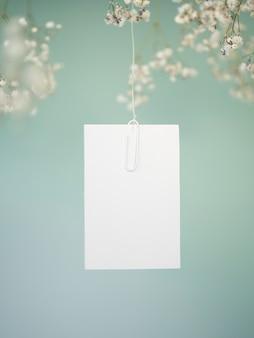 Vista frontal do cartão de casamento de suspensão