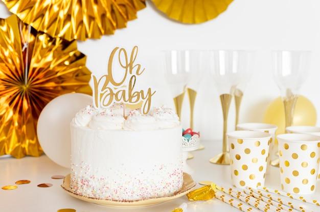 Vista frontal do conceito de bolo de chá de bebê