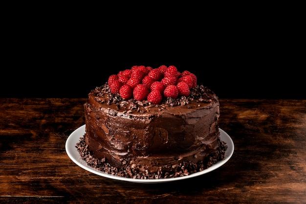 Vista frontal do conceito de bolo de chocolate delicioso