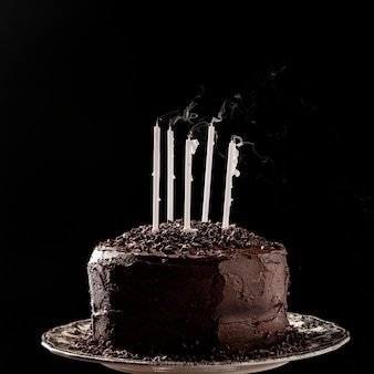 Vista frontal do conceito de bolo de chocolate