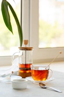 Vista frontal do conceito de chá de ervas