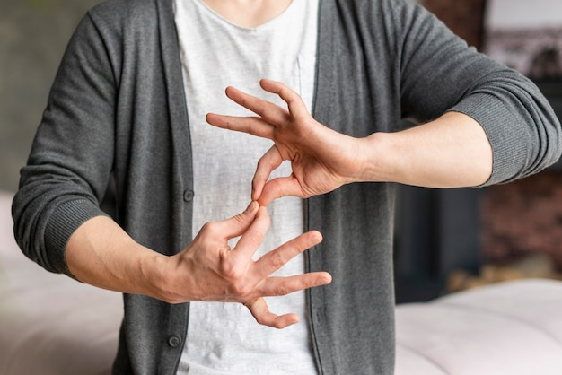 Vista frontal do conceito de linguagem gestual