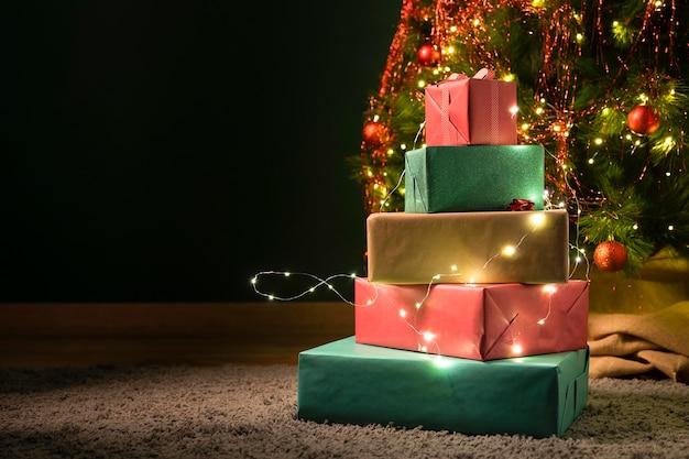 Vista frontal do conceito de presente de natal
