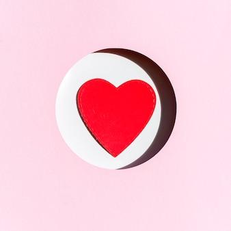 Vista frontal do coração de papel