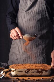 Vista frontal do delicioso conceito de tiramisu