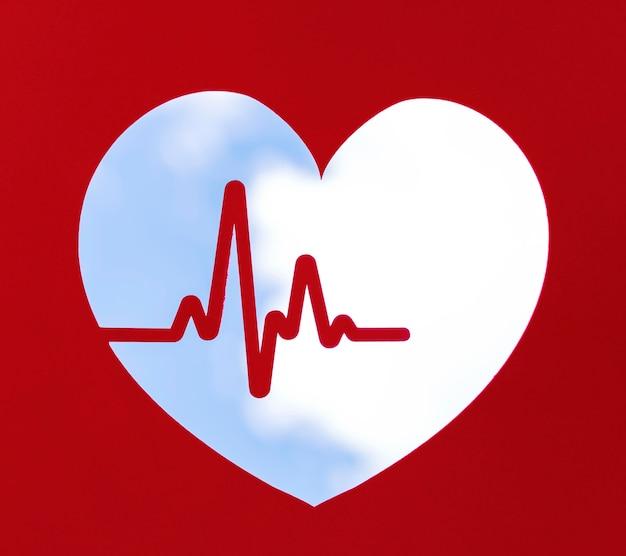 Vista frontal do formato do coração com batimento cardíaco