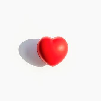Vista frontal do formato do coração com sombra