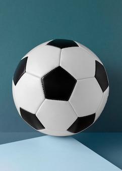 Vista frontal do futebol com formas pentagonais