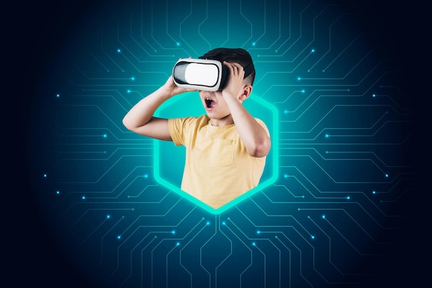 Vista frontal do garoto se divertindo com fone de ouvido de realidade virtual