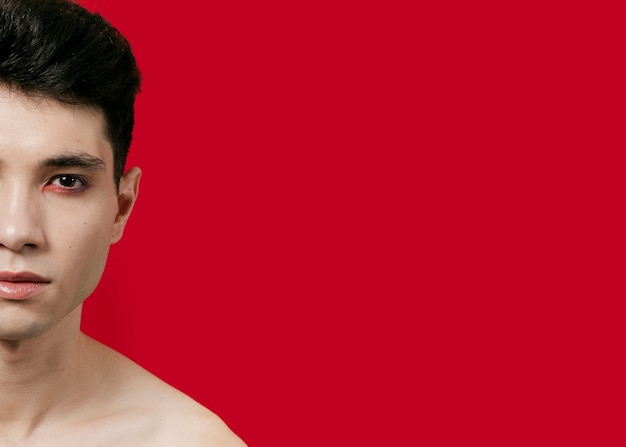 Vista frontal do homem com metade do rosto e copie o espaço