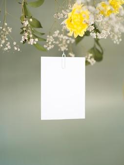 Vista frontal do lindo cartão de casamento