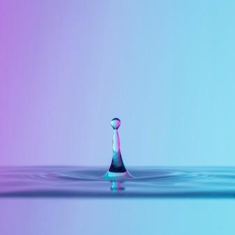 Vista frontal do líquido com gota