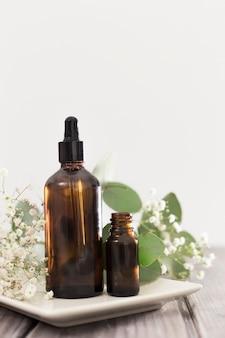 Vista frontal dos óleos essenciais de conceito de banho