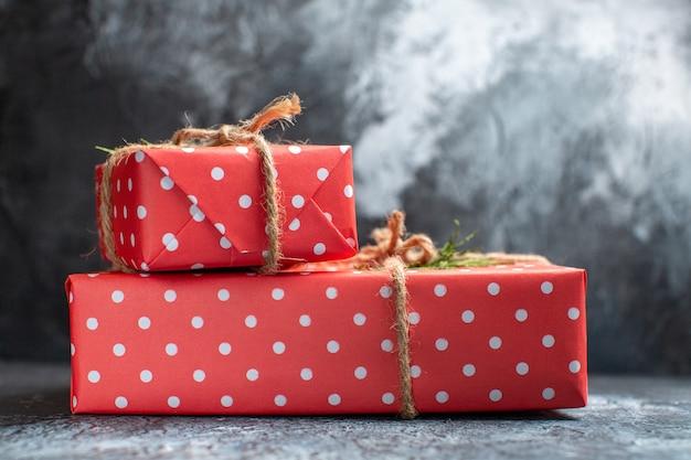 Vista frontal dos presentes de natal
