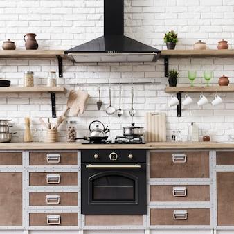 Vista frontal elegante moderna área de cozinha com ilha