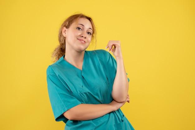 Vista frontal médica com camisa médica, médico hospitalar enfermeira covid cor saúde