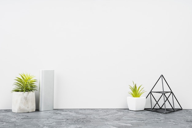 Vista frontal minimalista mesa de escritório decoração