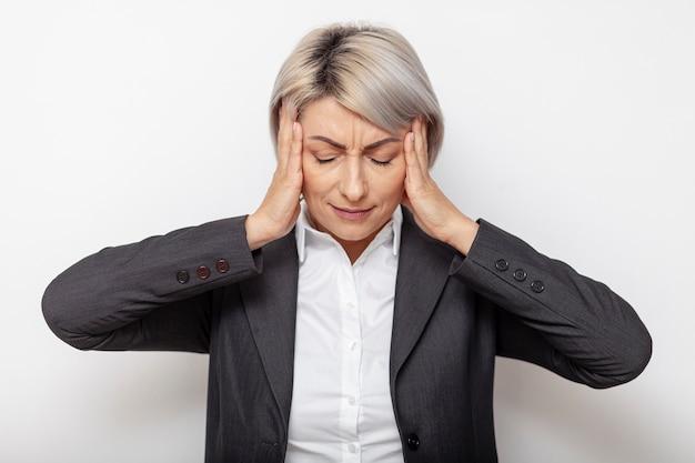 Vista frontal mulher de negócios estressado