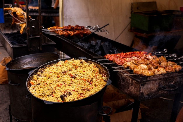 Vista frontal para churrasco e comida para o jantar