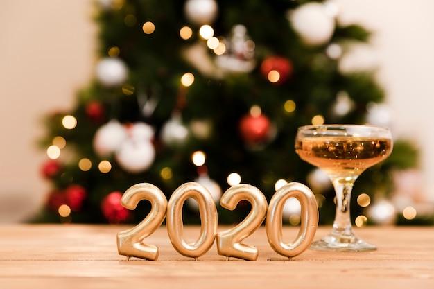 Vista frontal preparativos para festa de ano novo