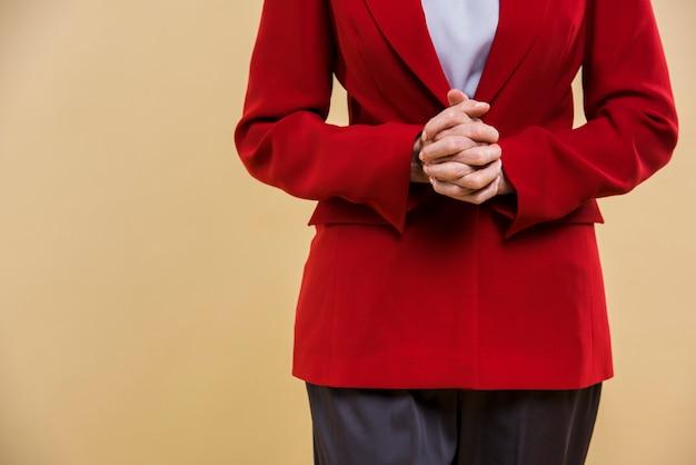 Vista frontal roupa elegante para mulher sênior