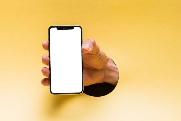 Vista frontal smartphone de maquete realizada por pessoa