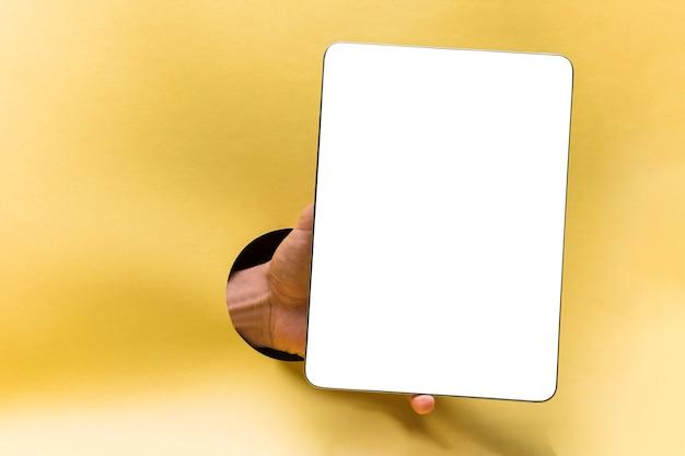 Vista frontal tablet mockup com fundo amarelo