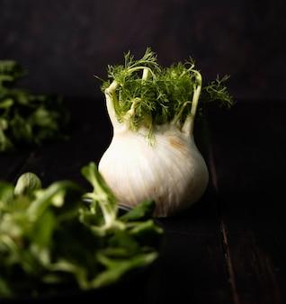 Vista frontal vegetariana fresca para salada