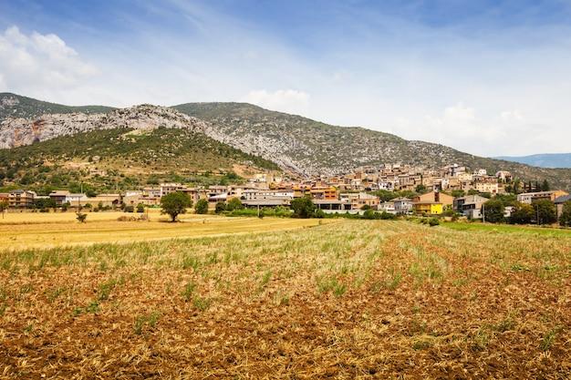 Vista geral da antiga vila catalã. coll de nargo