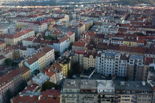 Vista geral de ruas e edifícios em praga, república tcheca