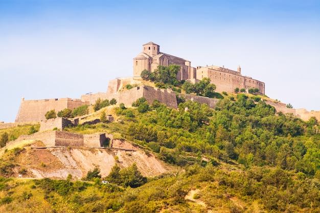 Vista geral do castelo de cardona. catalunha