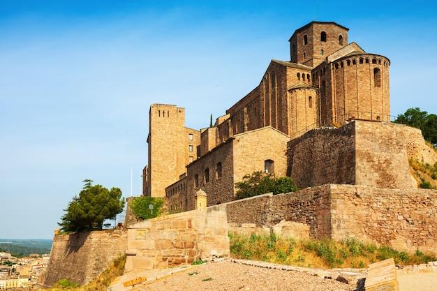Vista geral do castelo de cardona
